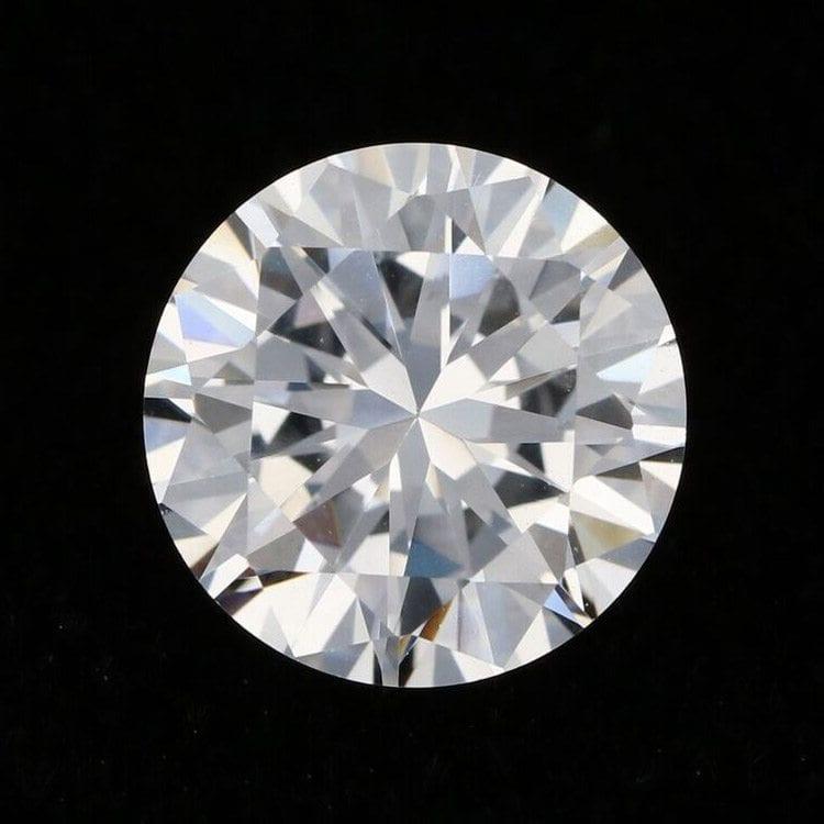 solo round cut diamond fine jewelry shiny product photography example