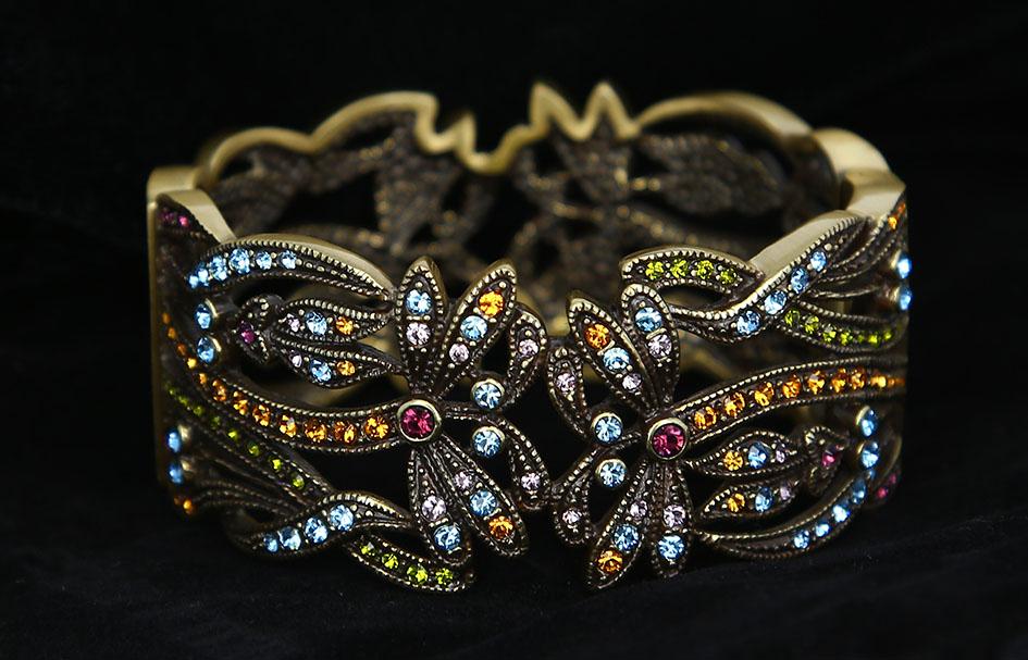 ortery-jewelry-photography-lightbox-bracelet-black